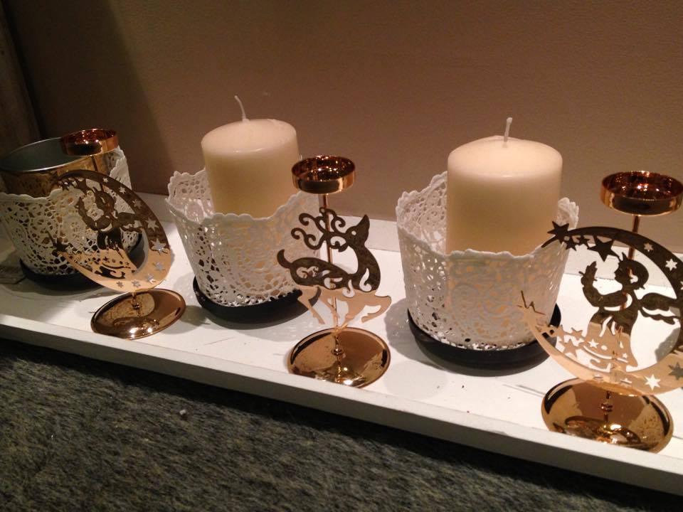Decorazioni natalizie candele e lanterne per un natale for Decorazioni da tavolo natalizie