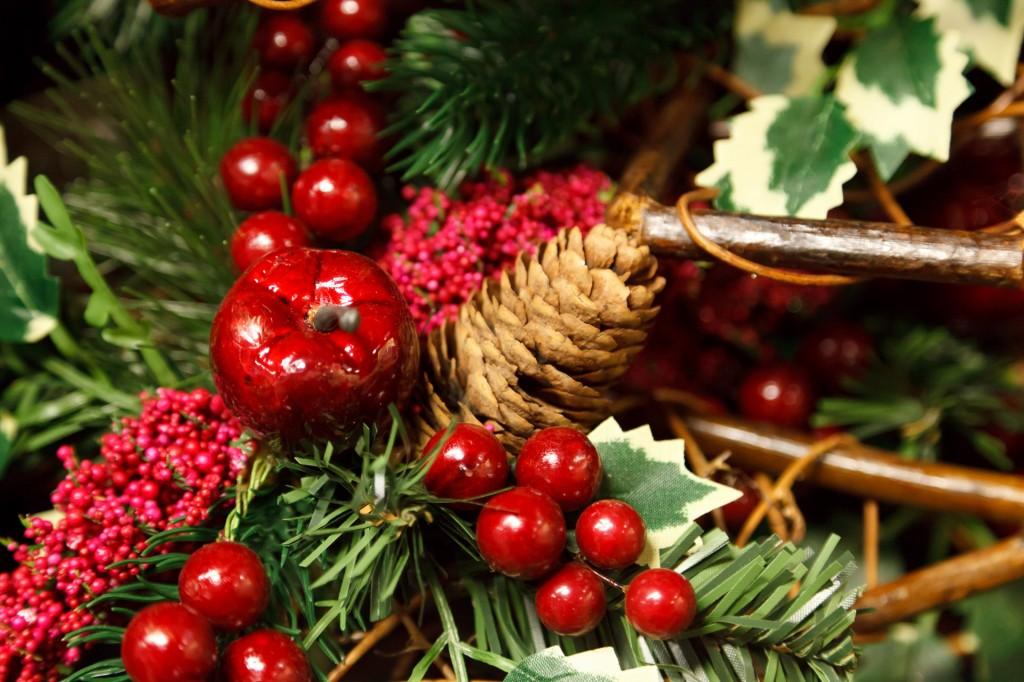 Decorazioni natalizie economiche tante idee con fiori e altri materiali lombarda flor - Creare decorazioni natalizie ...