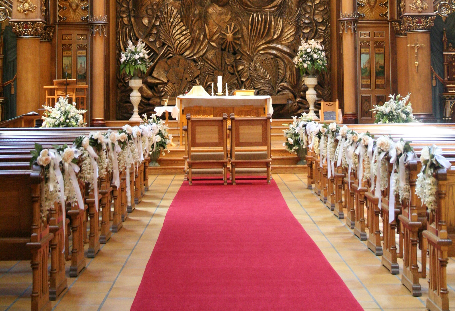 Matrimonio Harry In Chiesa : Decorazioni floreali per un matrimonio in chiesa come